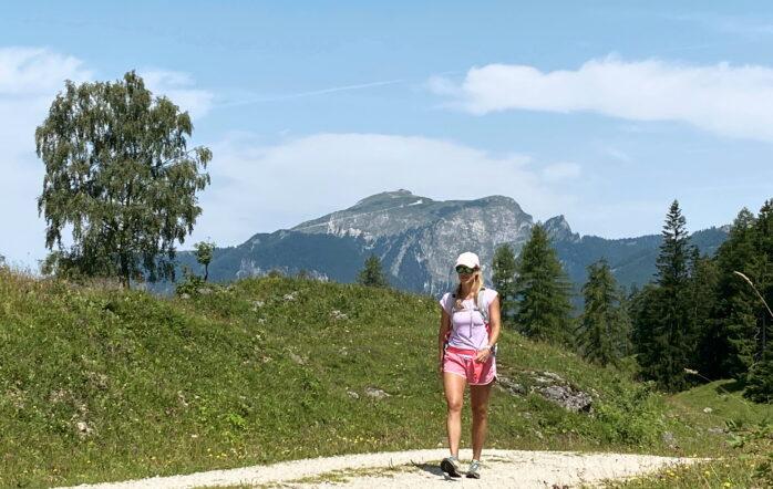 """Im Sommer verbringe ich meine Zeit am liebsten am Wolfgangsee, meiner """"Wahlheimat"""" 😊. Hier ist es perfekt zum Schwimmen, Wandern, Radfahren und vieles mehr. Und deswegen möchte ich Dir gerne eine Wanderung in dieser wunderschönen Region vorstellen."""